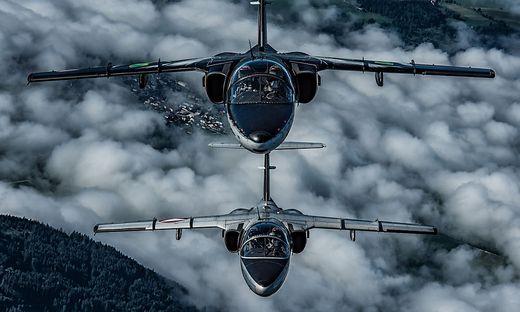 Zwei Saab 105