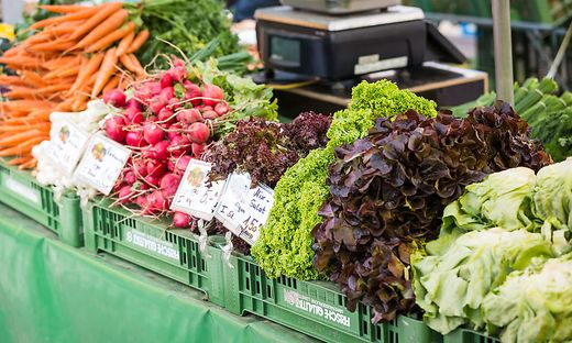 Die Gastronomiebetriebe wollen länger offen halten, Standler wie Gemüsebauern nicht