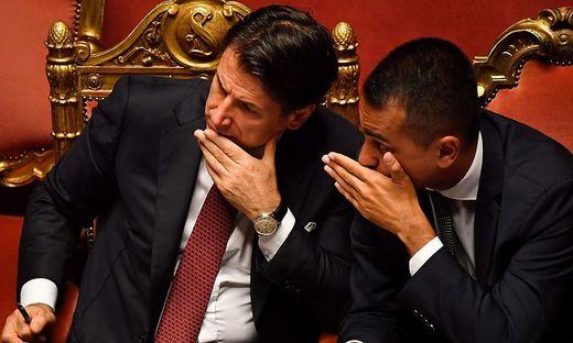 Wie soll Italien aus der Krise kommen? Conte und Di Maio
