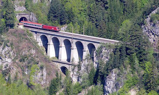 """Die """"Alliance"""" behauptet, dass die alte Ghega-Bahn nach dem Tunnelbau aufgelassen wird, die ÖBB dementieren"""