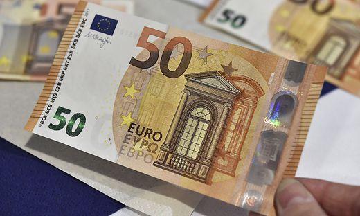 Neue Sicherheitsmerkmale gibt es inzwischen auf allen Euro-Scheinen