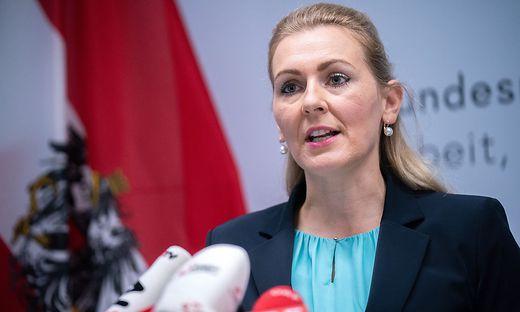Arbeitsministerin Christine Aschbacher