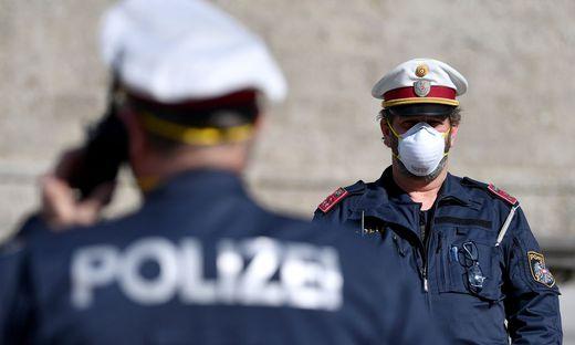 Ein Wirt aus Klagenfurt erhielt jetzt sogar eine Strafverfügung der Polizei, weil er über den Innenminister geschimpft hat