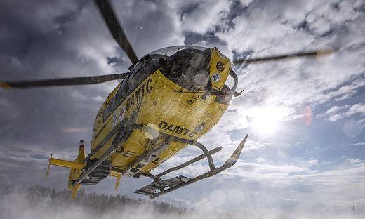 Rettungshubschrauber nach Unfall bei Forstarbeiten im Einsatz