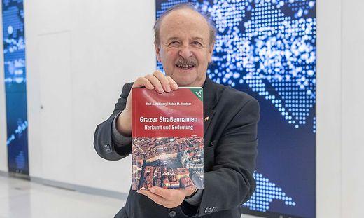 Historiker Karl Kubinzky mit seinem neuen Buch