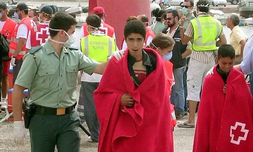 Die Geretteten sind in  in den andalusischen Hafenstädten Motril und Cádiz an Land gebracht worden