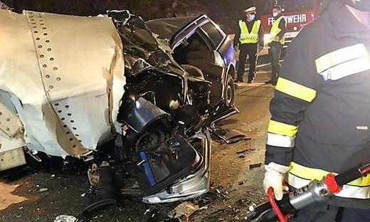 Eine junge Frau verlor bei dem schrecklichen Unfall ihr Leben