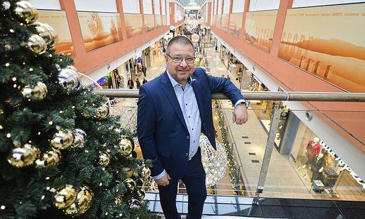"""Ernst Hofbauer shoppt auch in der Innenstadt: """"Es kommt auf das Produkt an"""""""