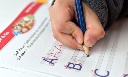 Wie man Kindern am besten das Lesen und das Schreiben beibringt, darüber herrschen in der Pädagogik unterschiedliche Ansichten vor