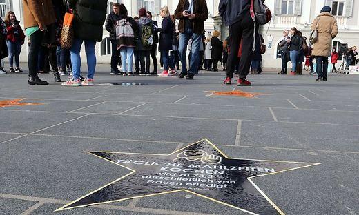 """Mit einem """"Walk of shame"""" wurde in Klagenfurt auf Ungleichheiten zwischen Mann und Frau aufmerksam gemacht"""