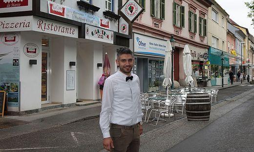Marco Urbano vor seinem Restaurant
