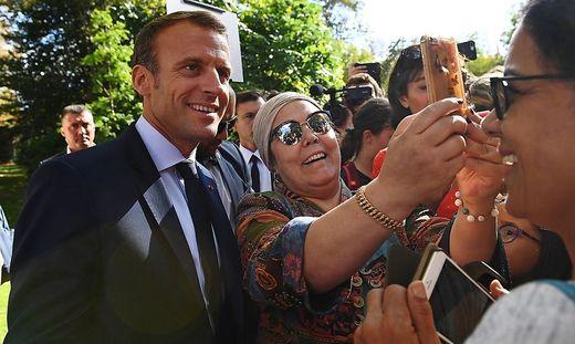Macron beim  Tag der offenen Türe im Elysee