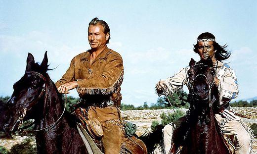 Winnetou (Pierre Brice, l.) und sein Blutsbruder Old Shatterhand (Lex Barker)