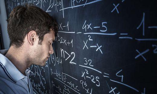 Der Matheunterricht kann nicht nur für Schüler, sondern auch für Lehrer zur Herausforderung werden – beginnend schon in der Volksschule