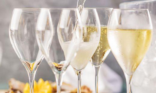 """Auch Champagner wurde bei den """"Geschäftsessen"""" serviert"""