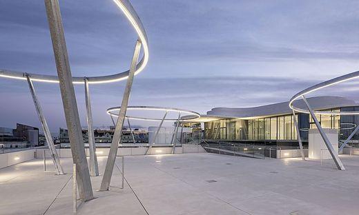 Die Libelle am Dach des Museumsquartiers