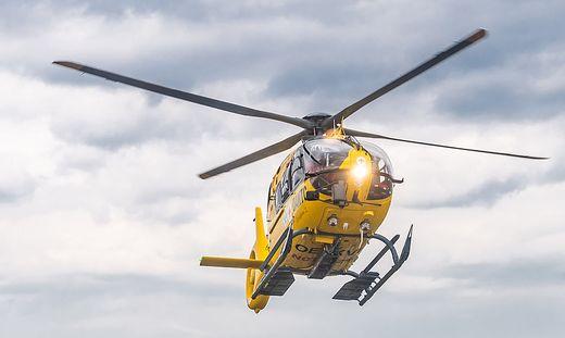 Der Notarzthubschrauber Christophorus 7 brachte die schwer verletzte Frau ins Bezirkskrankenhaus Lienz