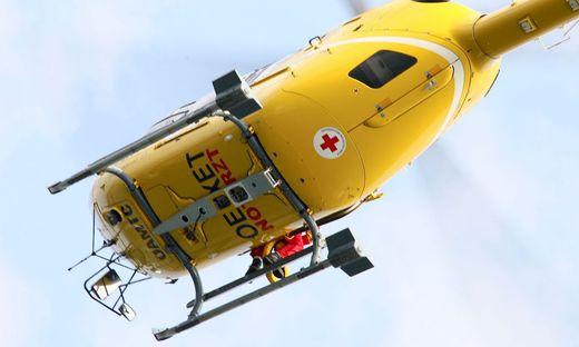 Der Mann wurde mit dem Rettungshubschrauber ins UKH Klagenfurt gebracht.