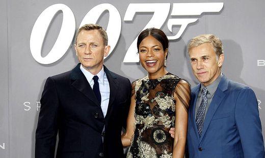 Daniel Craig und Naomie Harris und Christoph Waltz