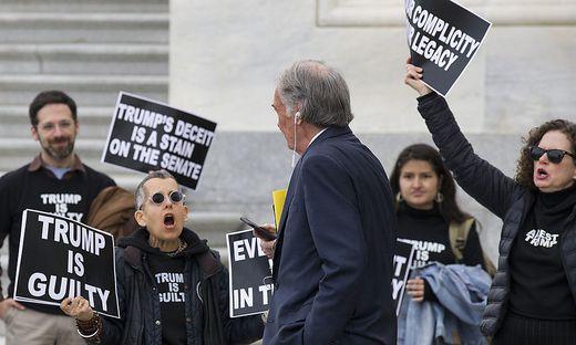 Demonstranten fordern eine Verurteilung Trumps