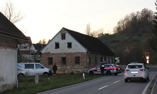In Oedt (kleines Bild oben) wurde 700-m2-Pyrotechnilager behördlich gesperrt. Auch Lager in Martkl wurde Lager gemeldet