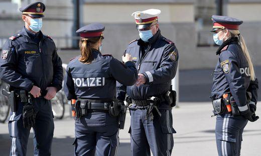 CORONAVIRUS: POLIZEI MIT MUNDSCHUTZ