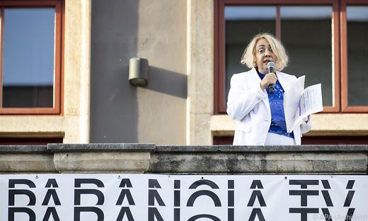 "herbst-Intendantin Ekaterina Degot: ""Was jetzt passiert, ist ein großes Erdbeben""."