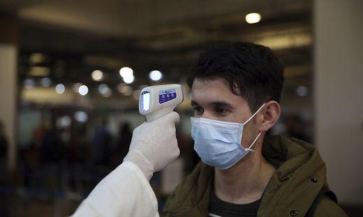 Ankommende Passagiere auf Direktflügen aus China sollen kontrolliert werden