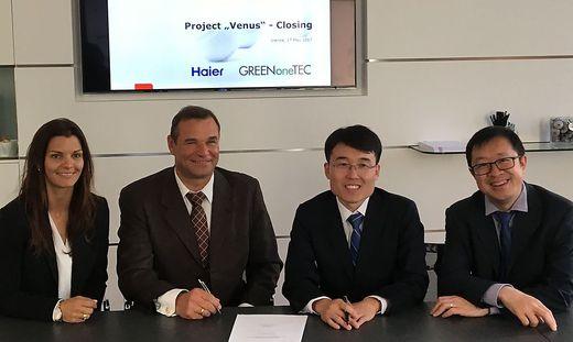 """Solveig und Robert Kanduth mit Haier-Managern beim eiunstieg der chinesen 2016. Beim Projekt """"Venus"""" funkte es dann aber nicht"""