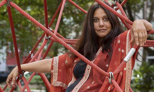 Die Autorin Mithu Sanyal schriebt ein Buch zum Erblassen