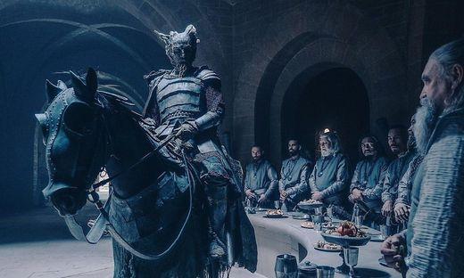 """Ein Außenseiter im dreckig-düsteren Mittelalter: der Fantasyhit """"The Green Knight"""""""
