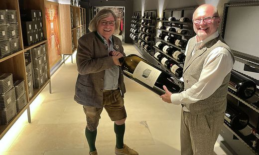 Hans Kilger mit Weinmacher Walter Polz im revitalisierten Keller von Schloss Gamlitz