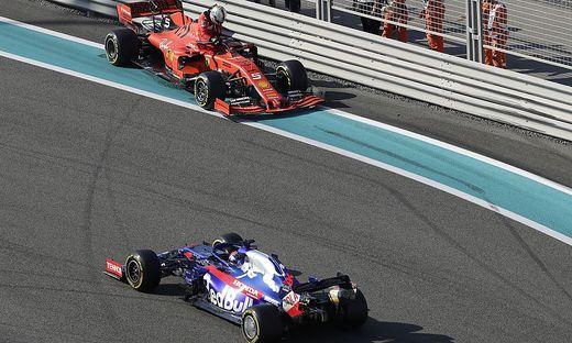 Sebastian Vettel (oben) crashte mit seinem Ferrari