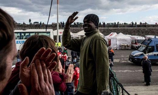 47 Migranten der Sea Watch 3 sind in Catania an Land gegangen