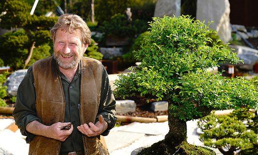Beschäftigt sich seit über 40 Jahren mit Bonsai: Günther Klösch aus Seeboden am Millstätter See