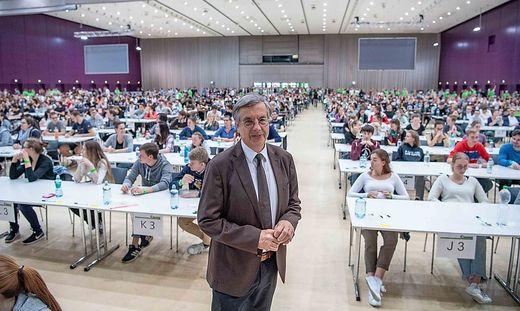 MedUni-Rektor Hellmut Samonigg 2018 - als der Test noch ohne FFP2-Maske geschrieben werden konnte.
