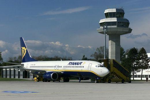 Die Ryanair soll Millionen Marketingbeiträge zurückzahlen, sie könnten großteils dem Flughafenkäufer Lilihill in den Schoß fallen
