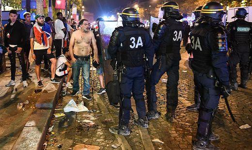WM-Feiern: Verletzter Dreijähriger und eine geräumte Champs-Elysees