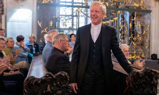 """Dompropst Engelbert Guggenberger bei der kundgebung im Klagenfurter Dom vergangene Woche, das das """"Forum mündiger Christen"""" organisiert hat"""