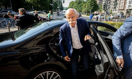 Anordnung von Scheuer :Daimler ruft Hunderttausende Autos zurück