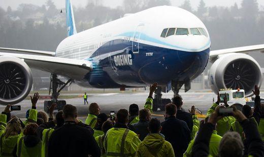 TOPSHOT-us-aerospace-transport-boeing-777x-aviation