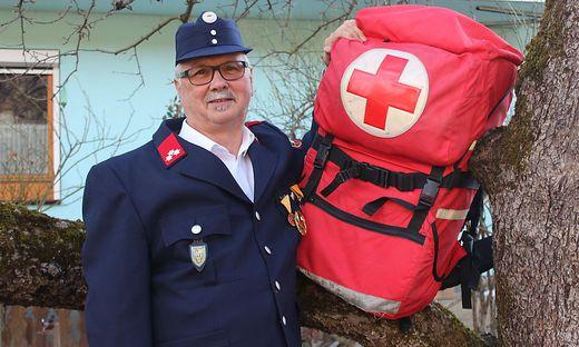 Josef  Bitai ist seit 28 Jahren beim Roten Kreuz, seit 49 Jahren bei der Freiwilligen Feuerwehr