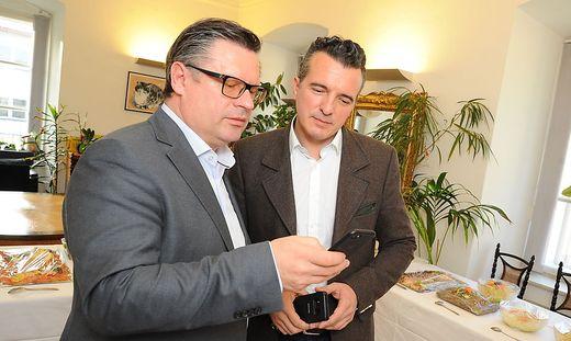 Christian Leyroutz (links) und Parteichef Gernot Darmann