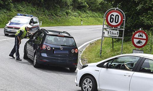 Stopp für Stau-Vermeider: Am Wochenende gab es in Tirol zum ersten Mal Fahrverbote