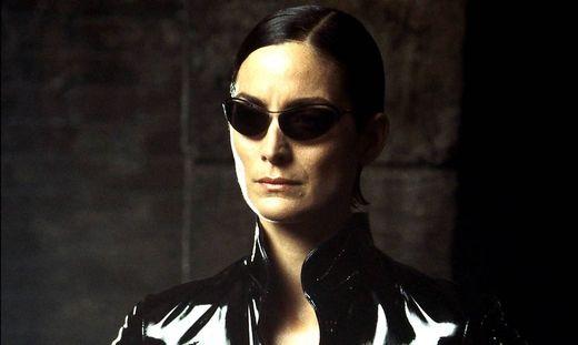 """Carrie-Anne Moss spielt in """"Matrix 4"""" wieder mit"""