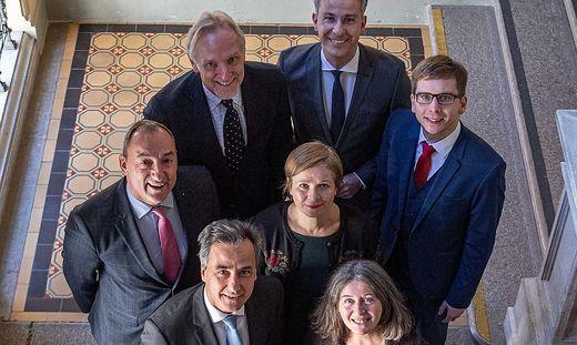 Die amtierende Stadtregierung um Bürgermeister Siegfried Nagl.