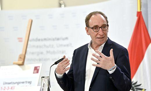 Der Vorarlberger Grünen-Landesrat Johannes Rauch hat sich am Freitag auf einen Mindestpreis für CO2 festgelegt.