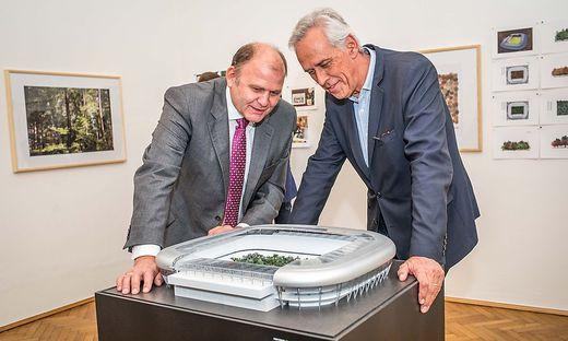 """Herbert Waldner (links), ein Hauptsponsor des Waldprojektes, und """"For Forest""""-Initiator Klaus Littmann"""