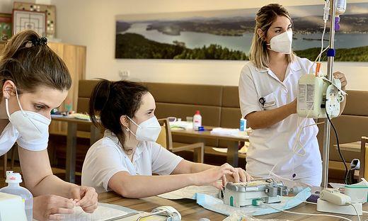 Pflegestudierende der FH arbeiteten drei Wochen lang eigenverantwortlich auf der Akutgeriatrie-Station im Elisabethinen-Krankenhaus