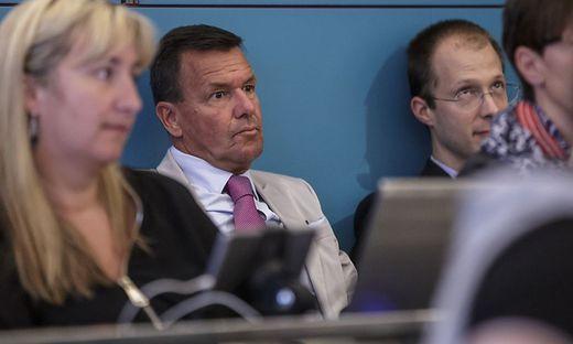 """""""Gehe im besten Einvernehmen"""", sagt Strutz (Mitte), hier bei einer Gemeinderatssitzung"""